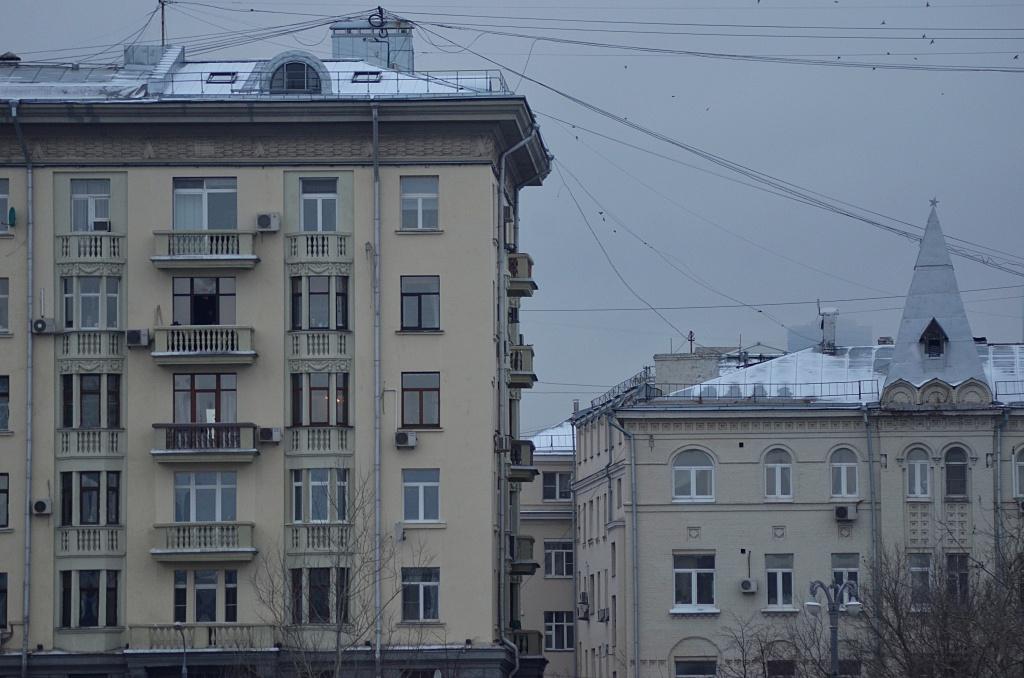 Фасады жилых домов в Басманном районе очистили от граффити. Фото: Анна Быкова